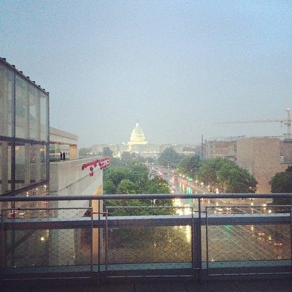 Foto tirada no(a) Newseum por Carlos B. em 5/10/2012