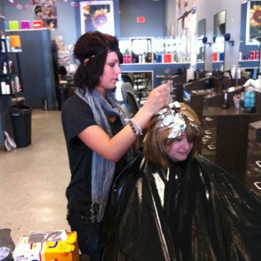 Photo taken at Salon DARIN by Darren R. on 1/13/2011