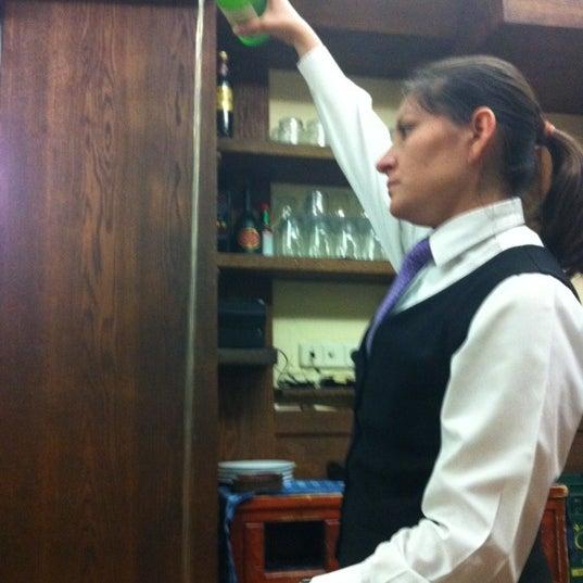 Foto tomada en Carlos Tartiere Restaurante Sidrería por Nina R. el 7/16/2012