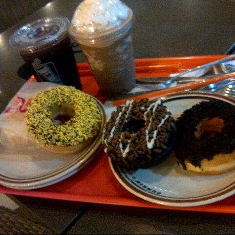 Photo taken at Dunkin Donuts by Quina Paramadina R. on 8/6/2012