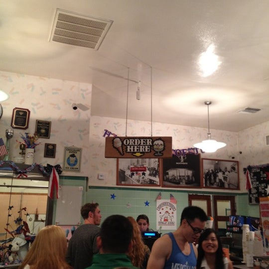 Photo taken at Gunther's Quality Ice Cream by Logan A. on 7/6/2012