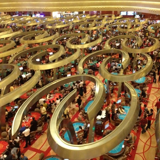 Photo taken at Marina Bay Sands Casino by Tomohito on 11/5/2011