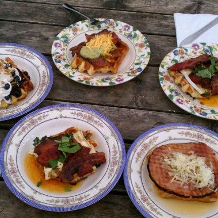 Foto tirada no(a) The Waffle Window por Angie em 1/29/2012