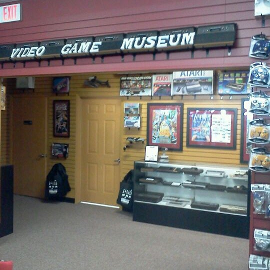 Photo taken at Game Over Videogames by Jose A. on 1/28/2012