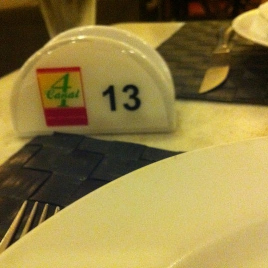 Photo taken at Canal 4 Restaurante e Pizzaria by Érika R. on 1/13/2012