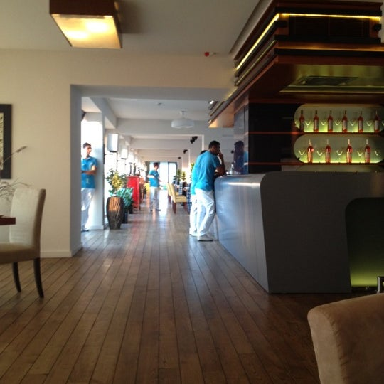 Снимок сделан в Shore House Lounge пользователем Nikolay K. 7/17/2012