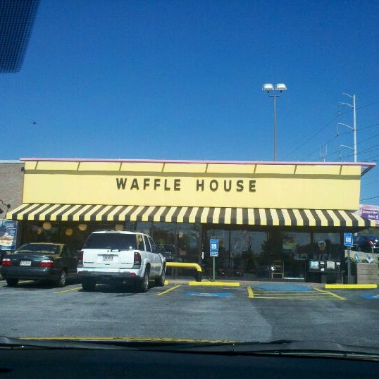 Photo taken at Waffle House by Mr. G. on 10/23/2011