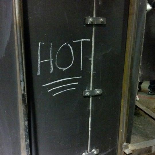7/15/2012 tarihinde Ross C.ziyaretçi tarafından Public Glass'de çekilen fotoğraf