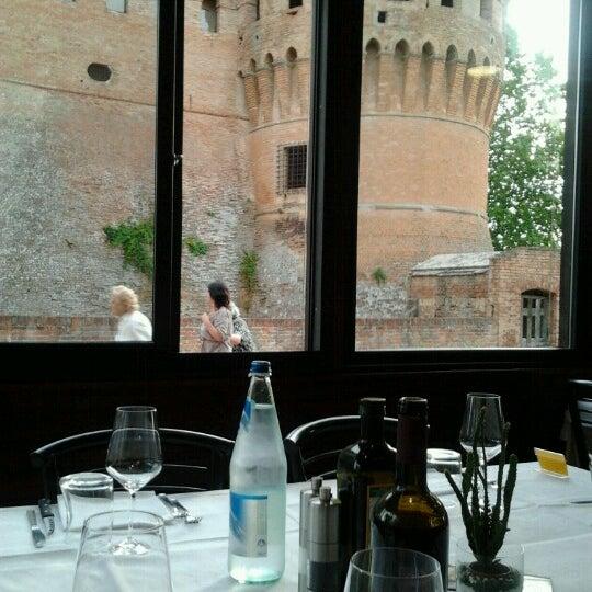 Foto scattata a Ristorante La Scuderia da Eleonora il 7/22/2012