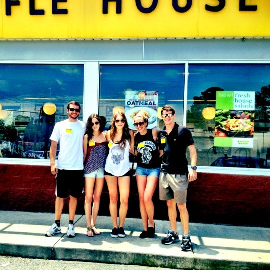 Photo taken at Waffle House by David Orland B. on 6/12/2012