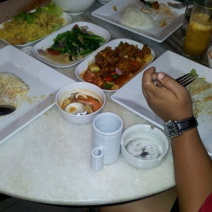 Photo taken at Red Wok Restaurant by Effy A. on 3/11/2012