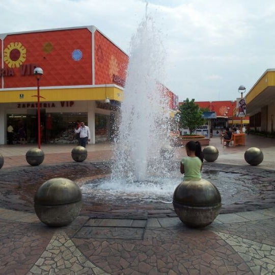 Foto tomada en Plaza del Sol por Luis Ezael C. el 5/17/2012
