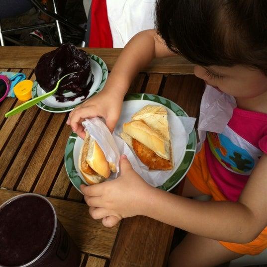 Photo taken at Bibi Sucos by Thomas E. on 4/9/2012