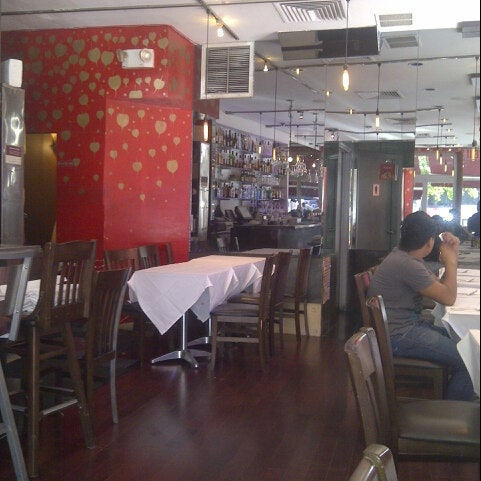 Photo taken at Yum Yum Bangkok by Arturo V. on 7/25/2012
