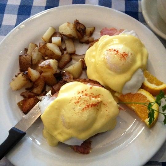 Photo taken at New Morning Cafe by kensuke j. on 6/18/2012
