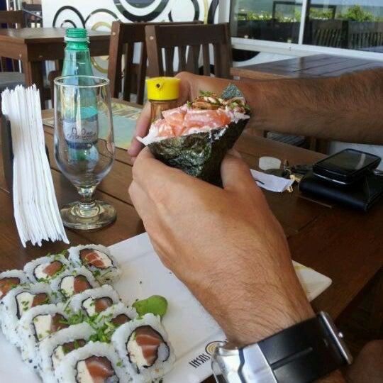 Foto tirada no(a) Brava Sushi por TaTi K. em 2/17/2012