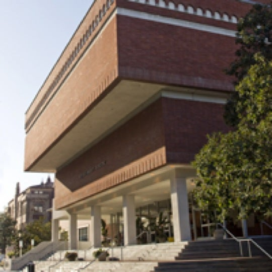Photo taken at USC Bookstore (BKS) by University of Southern California M. on 11/7/2011