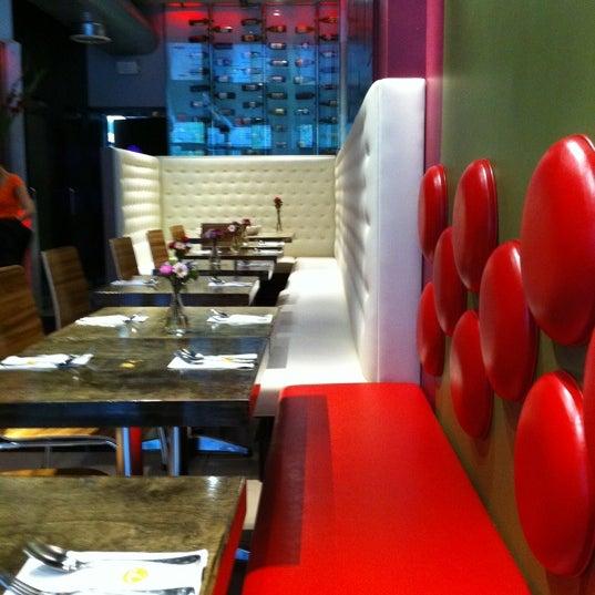 Tiny thai now closed thai restaurant in new york for Aura thai fusion cuisine new york ny