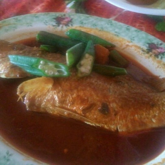 Photo taken at Donald & Lily Nyonya Food by Robert B. on 3/17/2012