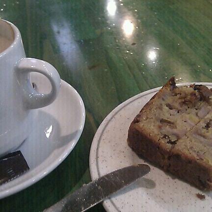 Foto tomada en Cafè el Trifàssic por Ariadna M. el 4/25/2012