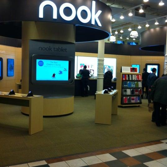Foto tomada en Barnes & Noble por Michael S. el 11/7/2011