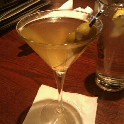 Photo taken at Bar Louie by Colleen V. on 4/30/2011