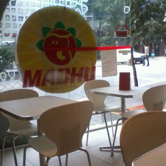 ótimo preço e comida exótica e gostosa. recomendo o suco de tamarindo com cardamomo! o lugar é um pouco apertado!