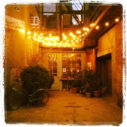 Das Foto wurde bei Freemans von Kendra S. am 1/25/2012 aufgenommen