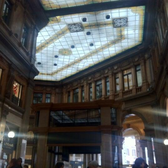 Foto scattata a Galleria Alberto Sordi da Ufuk B. il 4/14/2012