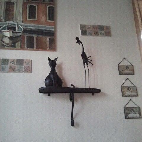 Снимок сделан в Cafeletto пользователем Marina M. 7/25/2012