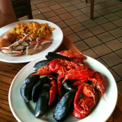 Photo taken at Phillips Seafood by Anastasia on 8/6/2012
