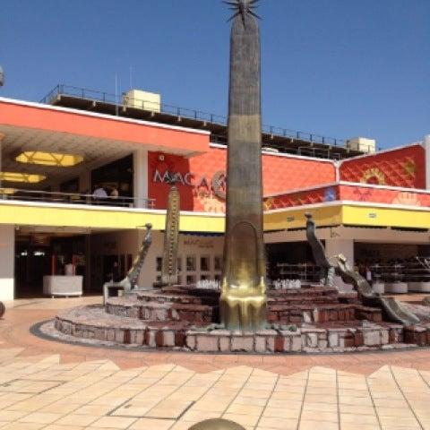 Foto tomada en Plaza del Sol por Jason A. el 4/24/2012