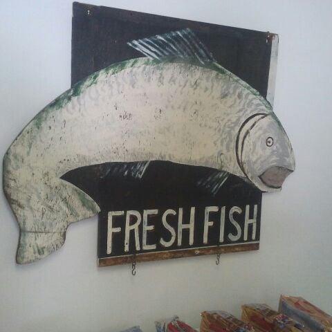 Howell 39 s fish 153 division st for Fresh fish market houston