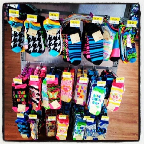 Das Foto wurde bei Walmart von Atl B. am 7/5/2012 aufgenommen