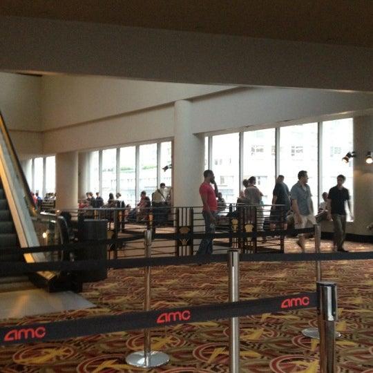 Снимок сделан в AMC Loews Lincoln Square 13 пользователем Steve L. 7/4/2012