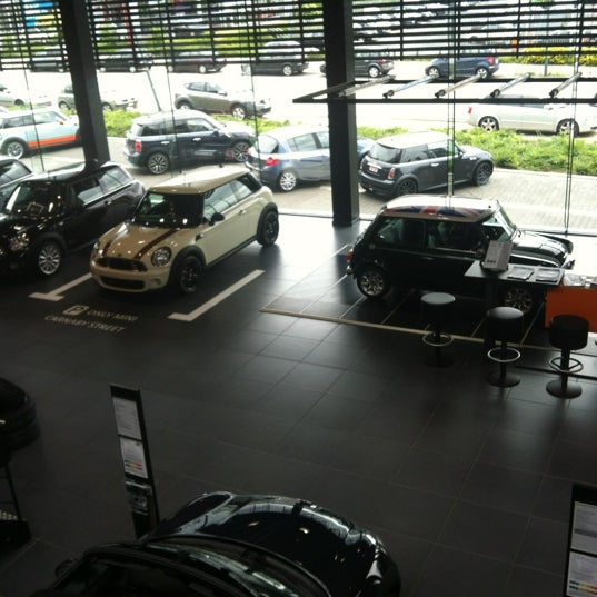 Mini brussels store east by jean michel martin sint for Garage nael auto