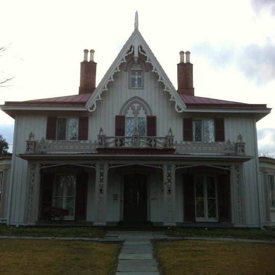Photo taken at Beekman Arms-Delamater Inn by Holly on 2/24/2012