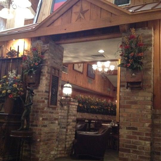 Foto tomada en Taste of Texas por Shannon S. el 7/9/2012