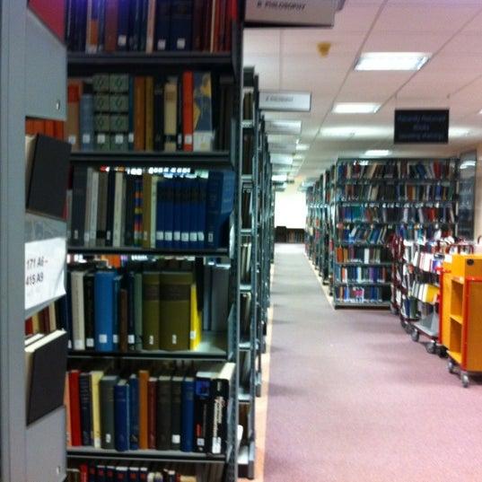 Снимок сделан в University of Warwick Library пользователем Giuseppe C. 1/29/2012