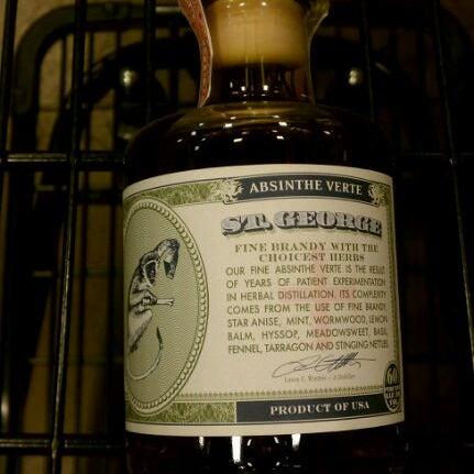 Foto tirada no(a) Argonaut Wine & Liquor por Greg G. em 12/17/2011