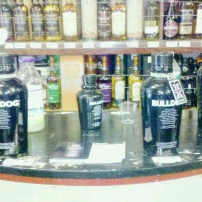 Foto diambil di Ambassador Wines & Spirits oleh Daniel U. pada 8/18/2011