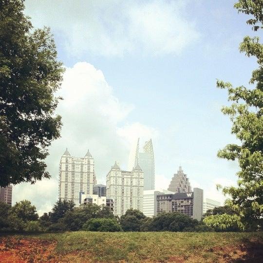 รูปภาพถ่ายที่ Piedmont Park โดย Richard H. เมื่อ 5/16/2012