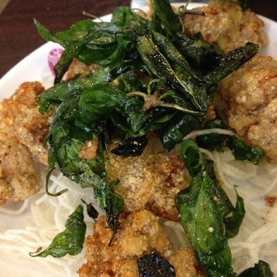 Photo taken at Xian Ding Wei Taiwanese Tea Room by Winnderful on 3/23/2012
