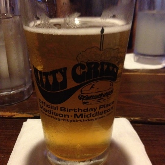 Photo taken at Nitty Gritty Restaurant & Bar by Elaine P. on 5/20/2012