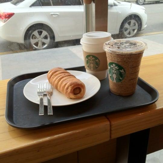 Photo taken at Starbucks by Jihoon K. on 3/18/2012