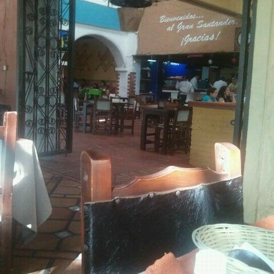 Foto tomada en Restaurante Tony por Francisco Hernan M. el 10/1/2011