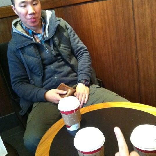 Photo taken at Starbucks by JaeGil Y. on 11/21/2011