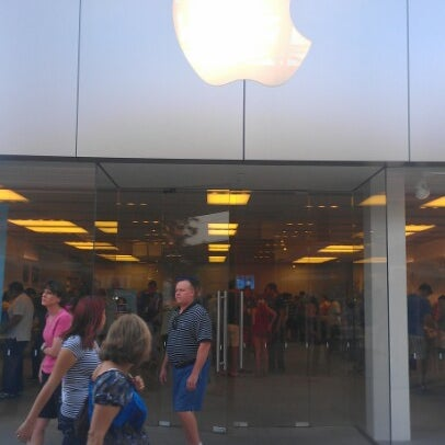 Photo taken at Apple La Cantera by Junior F. on 6/24/2012