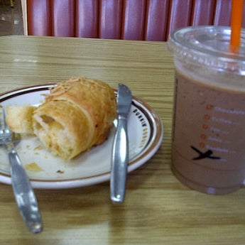 Photo taken at Dunkin Donuts by yayah k. on 9/12/2011