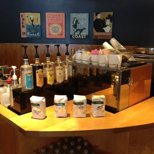 Photo taken at Starbucks by Lu A. on 4/2/2012
